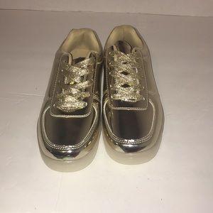 Shoes - 🔥Gold a Tennis Shoes